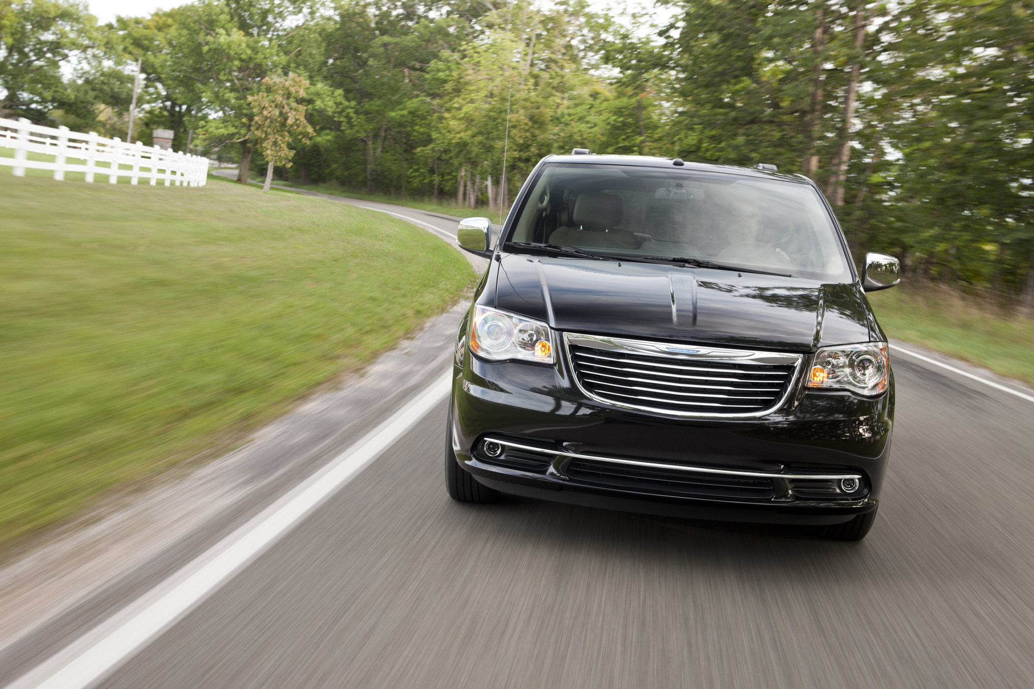 2012-chrysler-town-and-countryjpg-52ce62a05cfef6a9