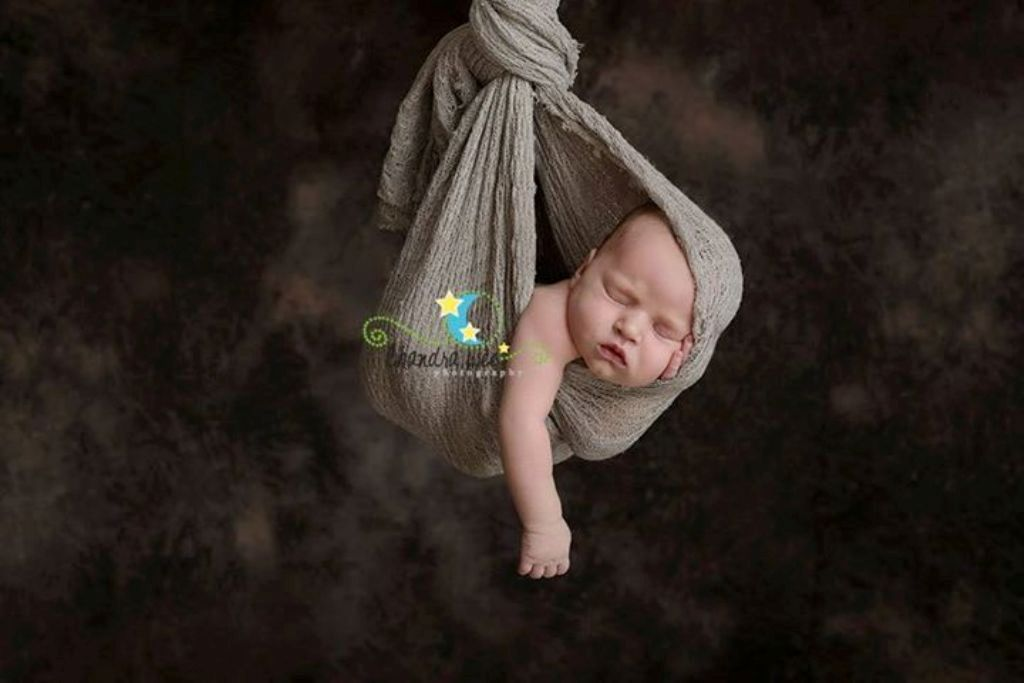 Chandra tim is an international award winning newborn photographer she is the owner of chandra lee photography and she works with those newborn babies who