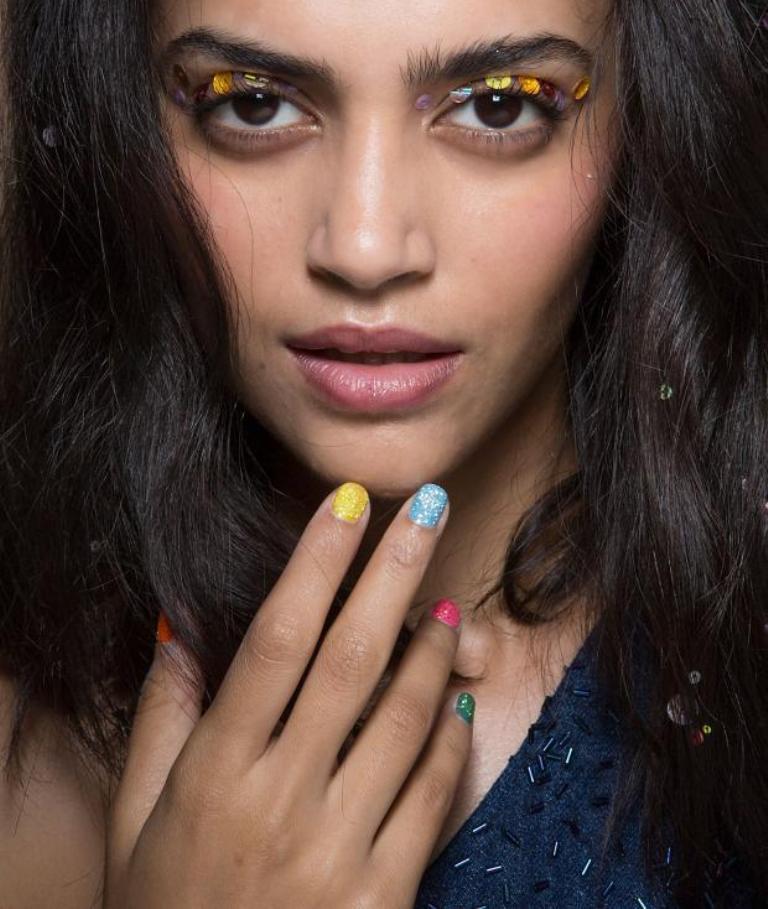glitter nails (1)