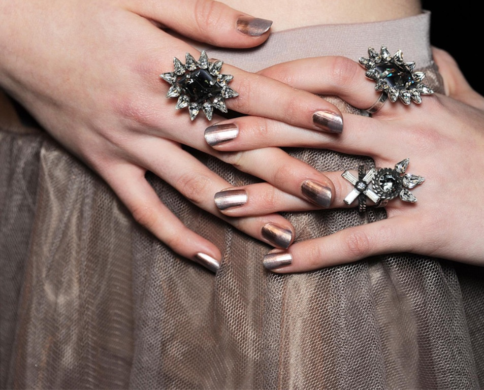 metallic nails (5)