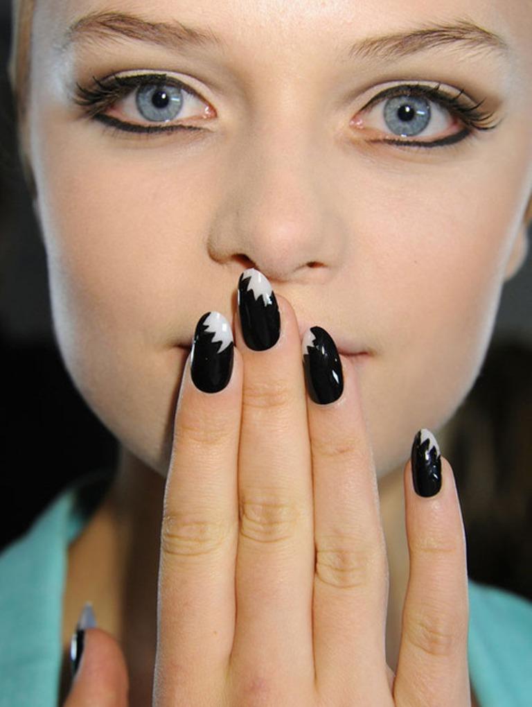 negative space nails (2)