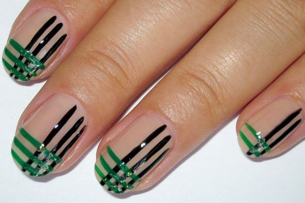 striped nails (2)