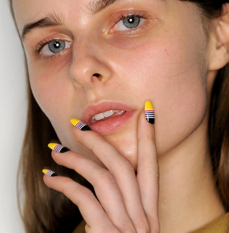 striped nails (3)