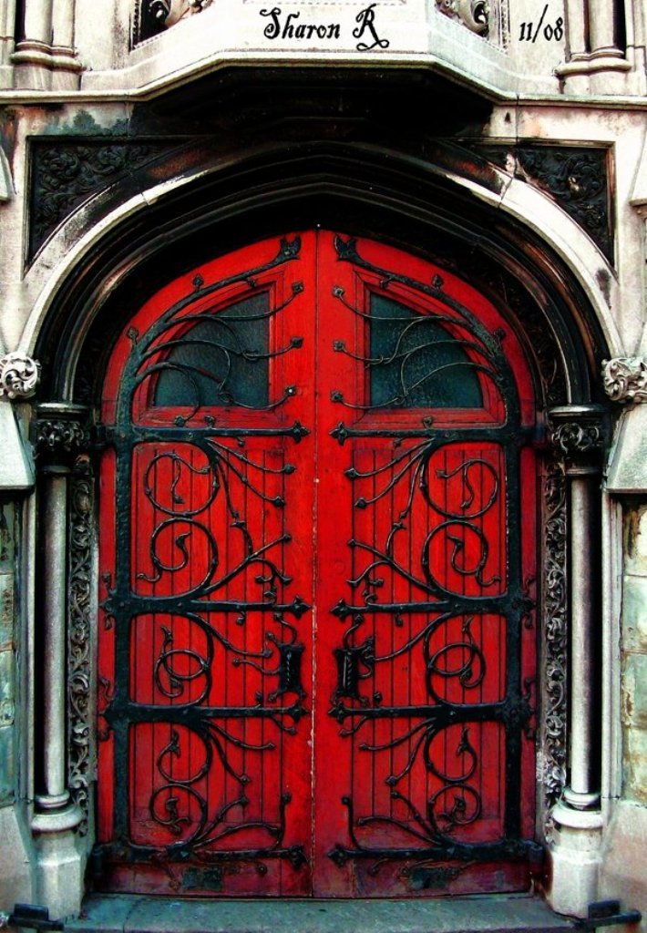 Painting doors in red (1)