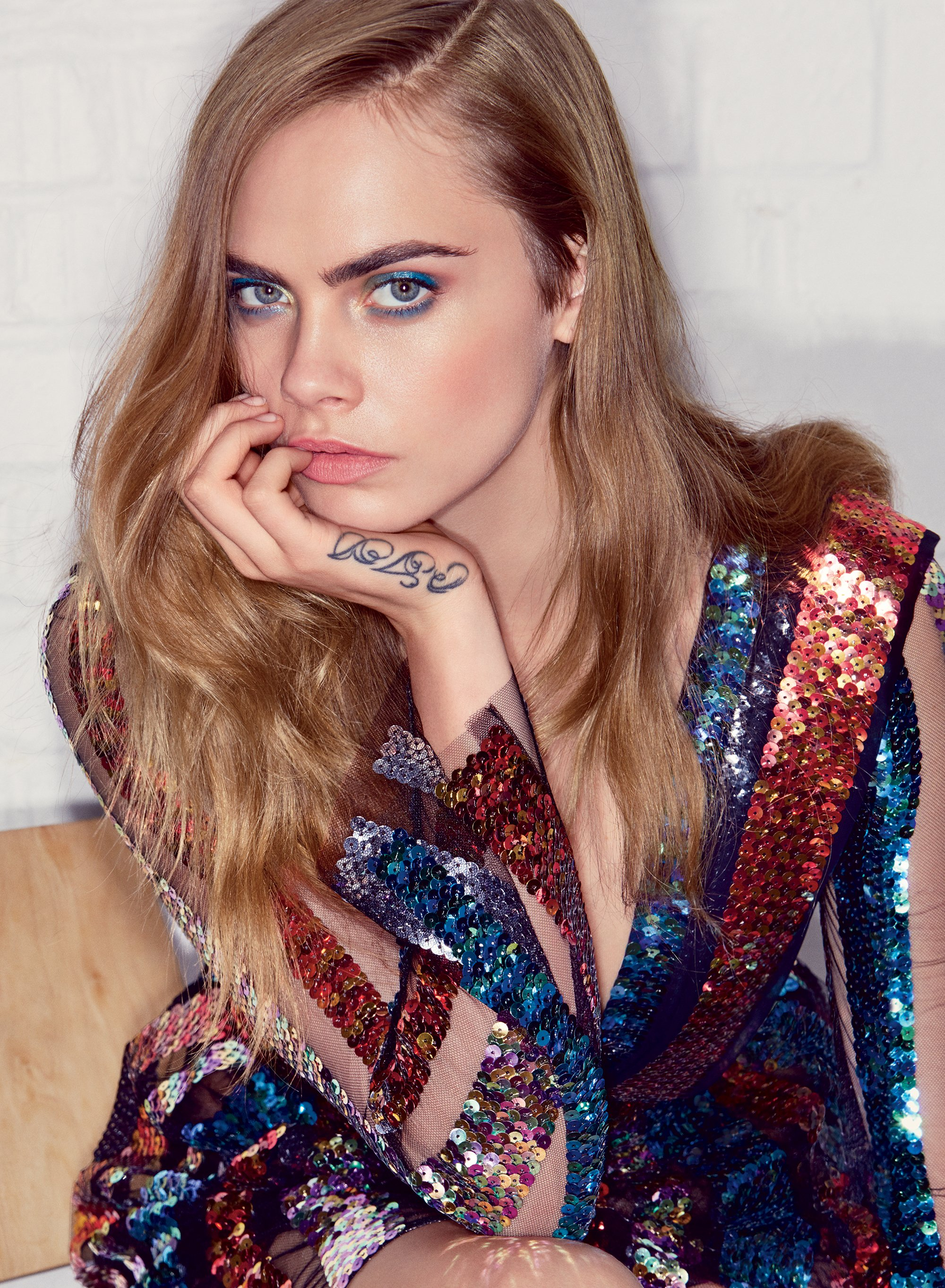 cara-delevingne-vogue-july-2015-01