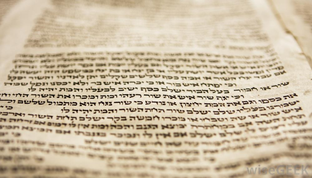 hebrew-writing-in-torah