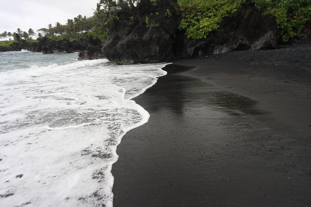 2926-black-sand-beach-maui_zps8ef030b3