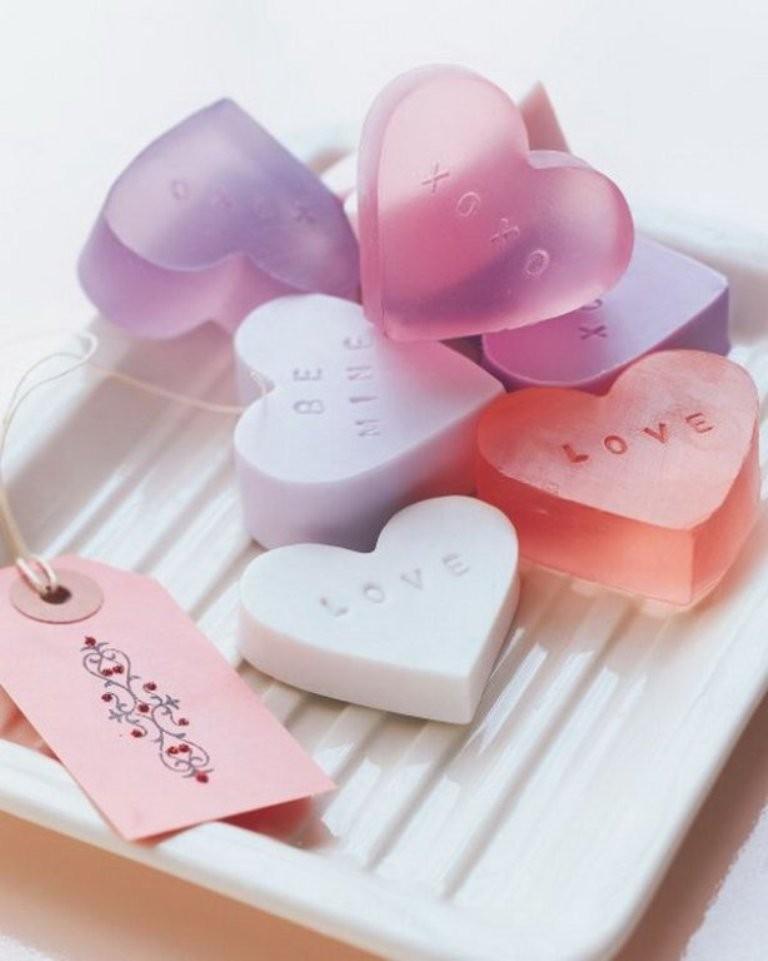 Create a heart-shaped gift (3)