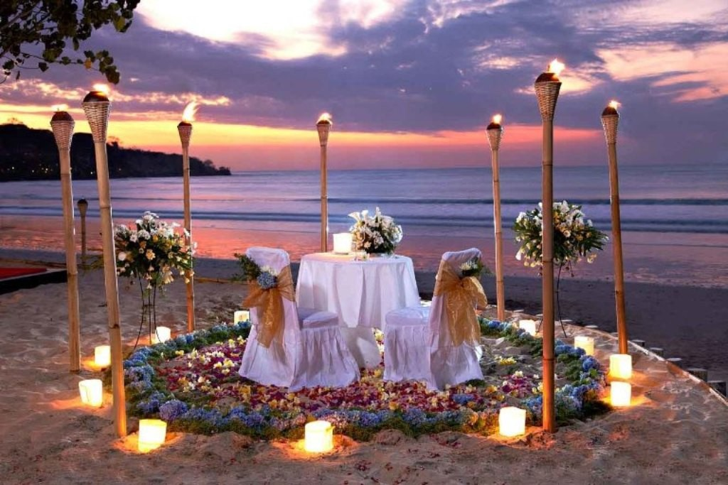 Go for a candle light dinner at a romantic place (2)