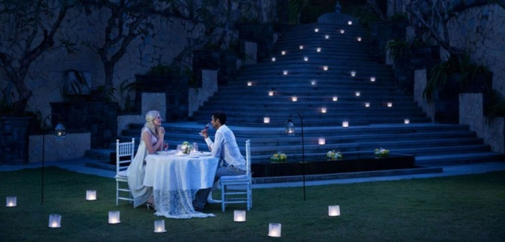 Go for a candle light dinner at a romantic place