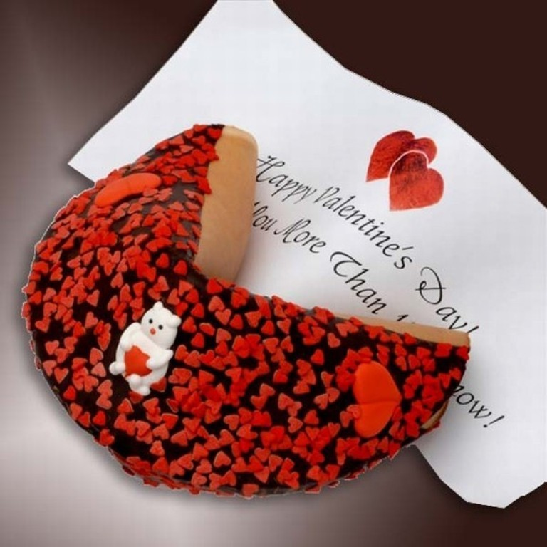 Hide romantic messages with candy and chocolate (2)