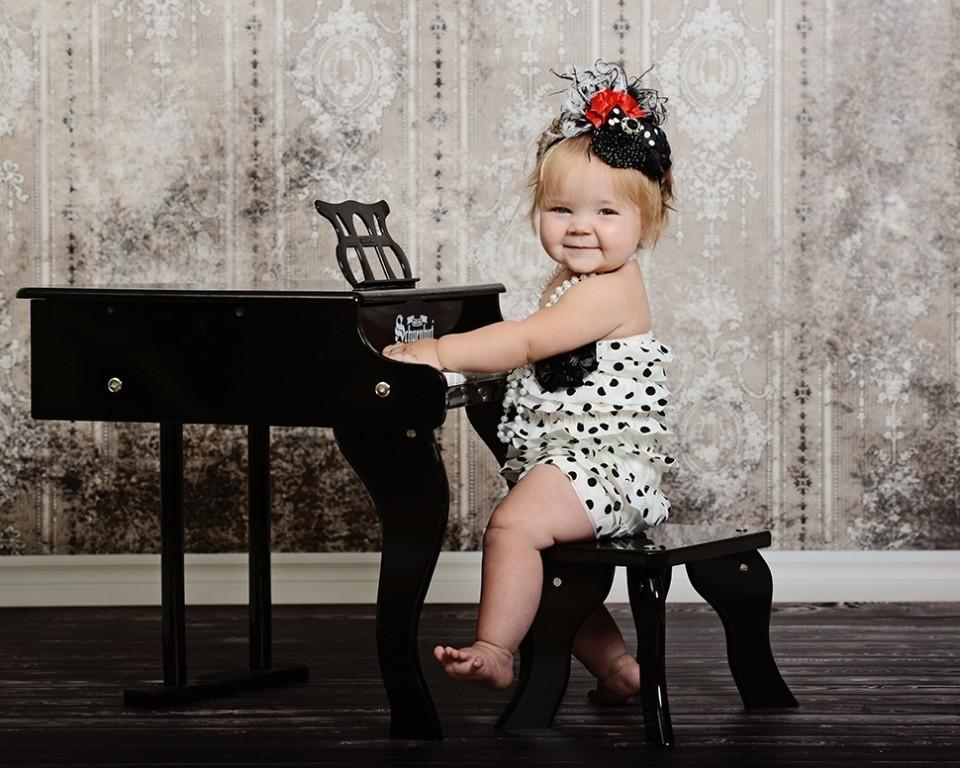 play piano (2)