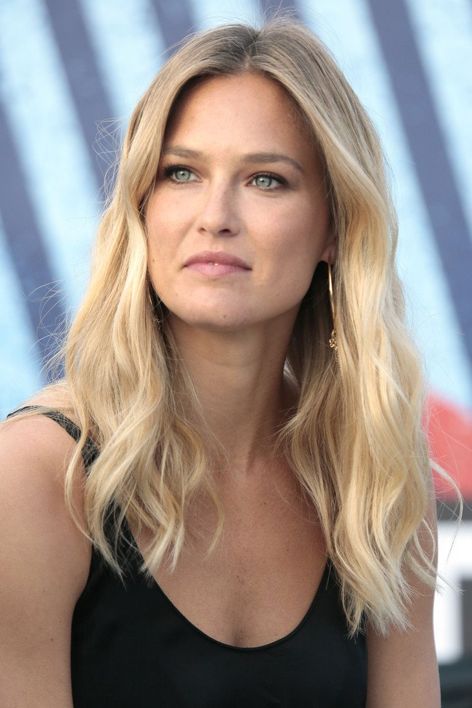 Bar+Refaeli+Long+Hairstyles+Long+Wavy+Cut+FSpvgrpdsXrx