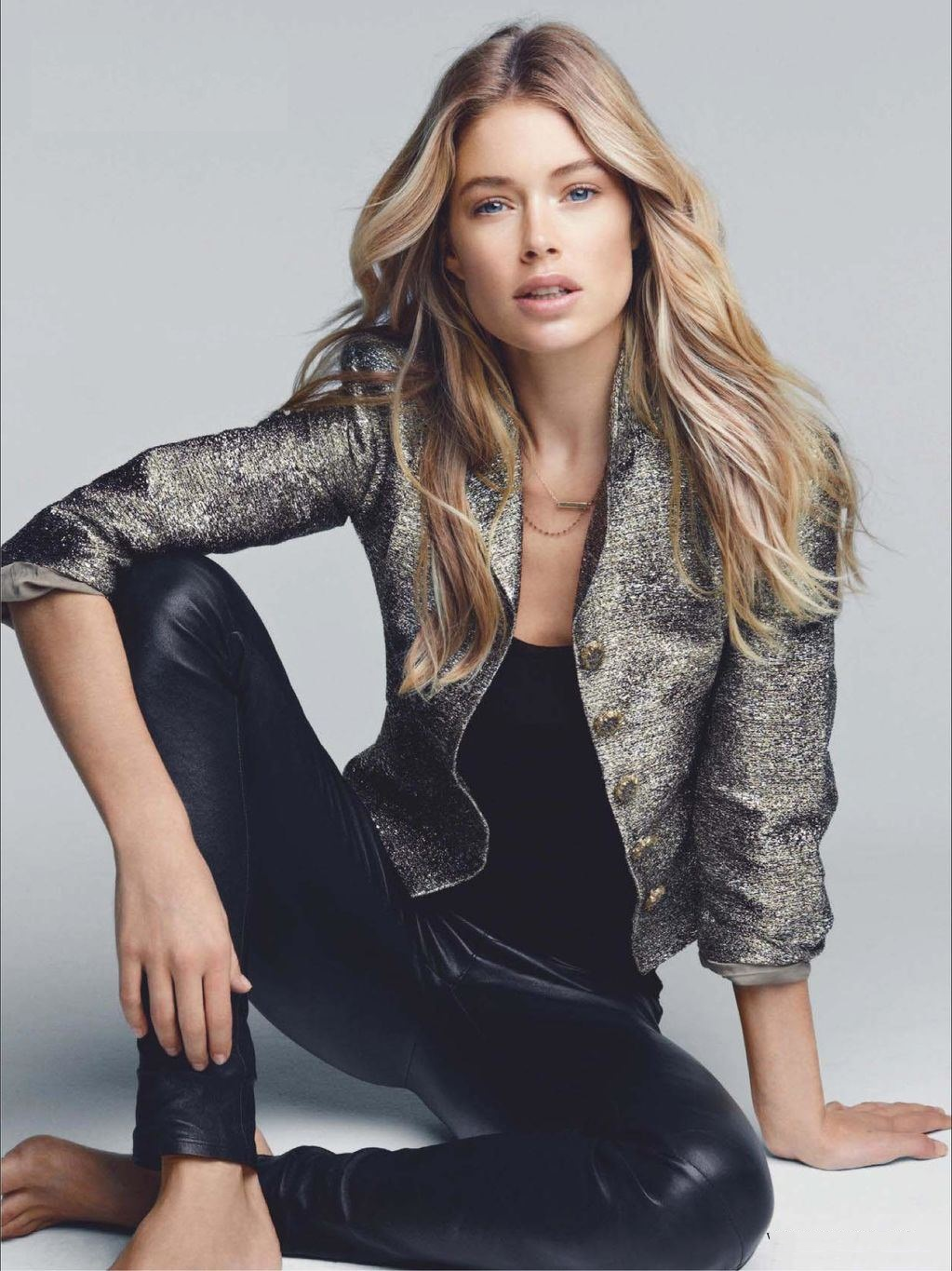 Vogue-Netherlands-December-doutzen-kroes-33263350-1023-1365