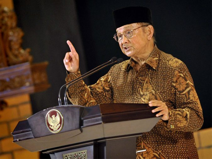 Dr. Ing. Bacharuddin Jusuf Habibie Smart World's President With Highest IQ Scores