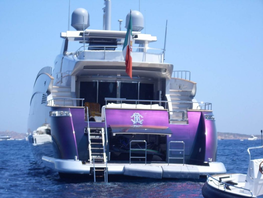 6-roberto-cavally-yachts-nicest-celbrity-yachts-image-source-marcosantucci-wordpress-com_