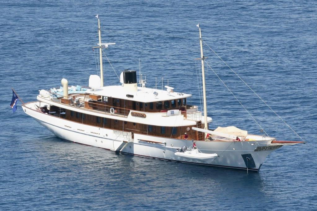 vajoliroja-johnny-depp-yacht-1