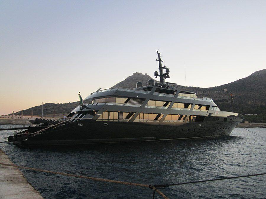 13-ad-main-giorgio-armani-yacht