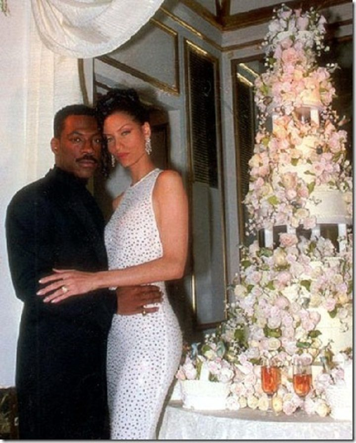 eddie-murphy-and-nicole-mitchells-floral-wedding-cake2