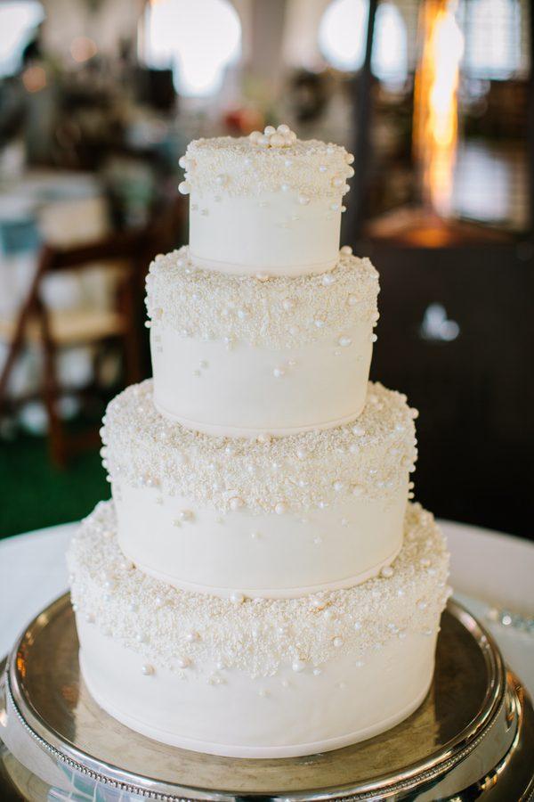michael-jordan-and-yvette-prieto-bejeweleds-wedding-cake2