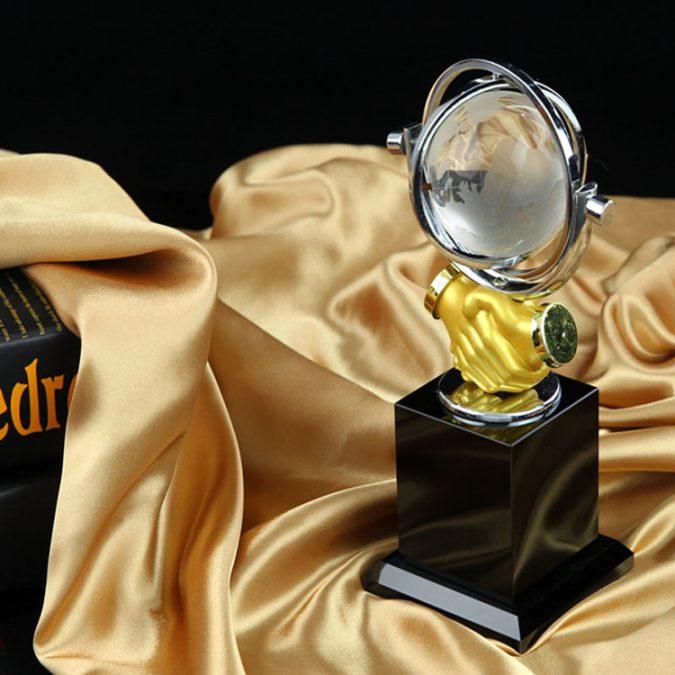 trophy3-shake-hands-cup