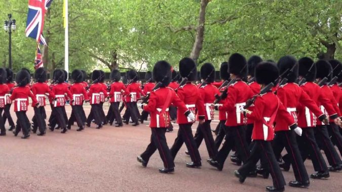 uk-armey2-british-army-in-ceremonial-uniform