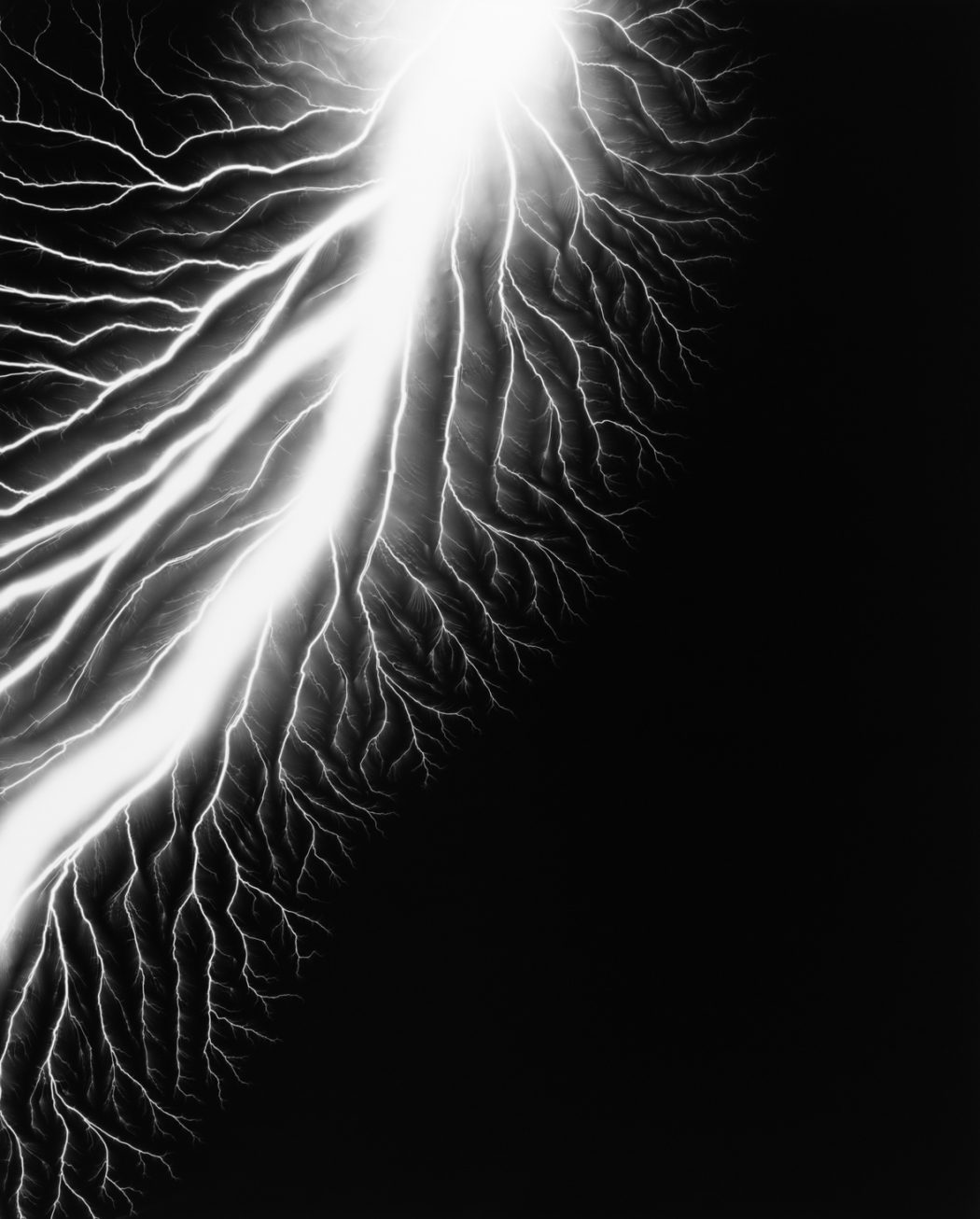 resized-hiroshi-sugimoto-lightning-fields-226