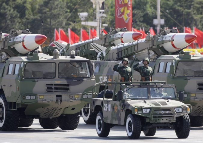 Missiles are displayed in a parade to celebrate the 60th anniversary of the founding of the People's Republic of China, in Beijing October 1, 2009. REUTERS/Jason Lee (CHINA ANNIVERSARY MILITARY POLITICS) - RTXP5GS