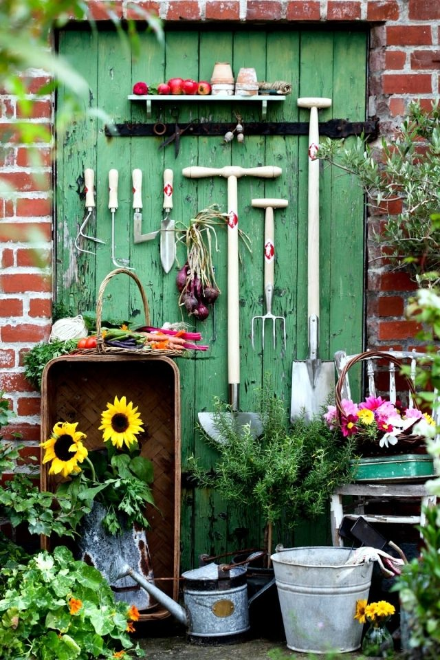 the-storage-of-gardening-equipment-16-ideas-for-the-final-cleaning-0-168