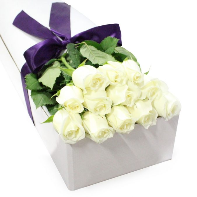 white-rose-gift-box