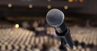 10 Tips To Overcome Fear of Public Speaking