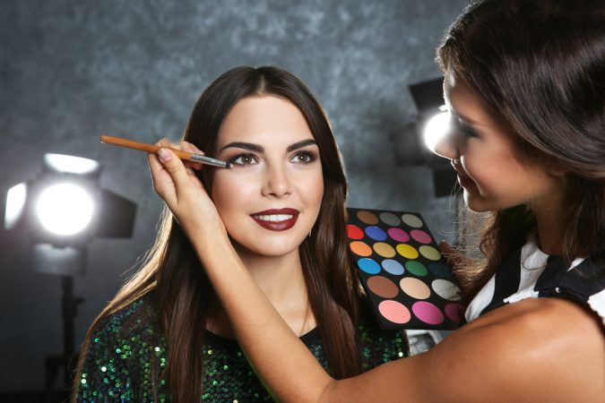 10 Steps to Become a Celebrity Makeup Artist - TopTeny Magazine