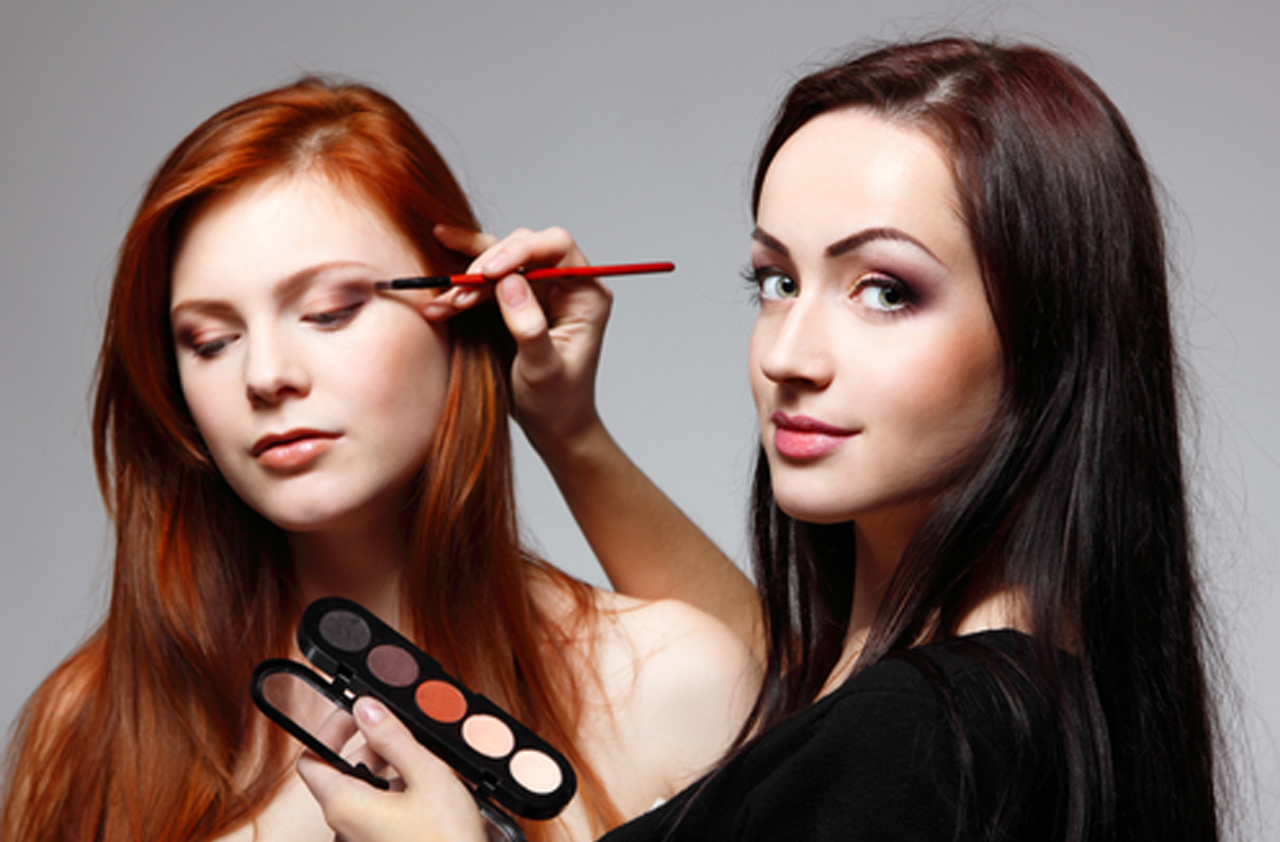 Become A Celebrity Makeup Artist