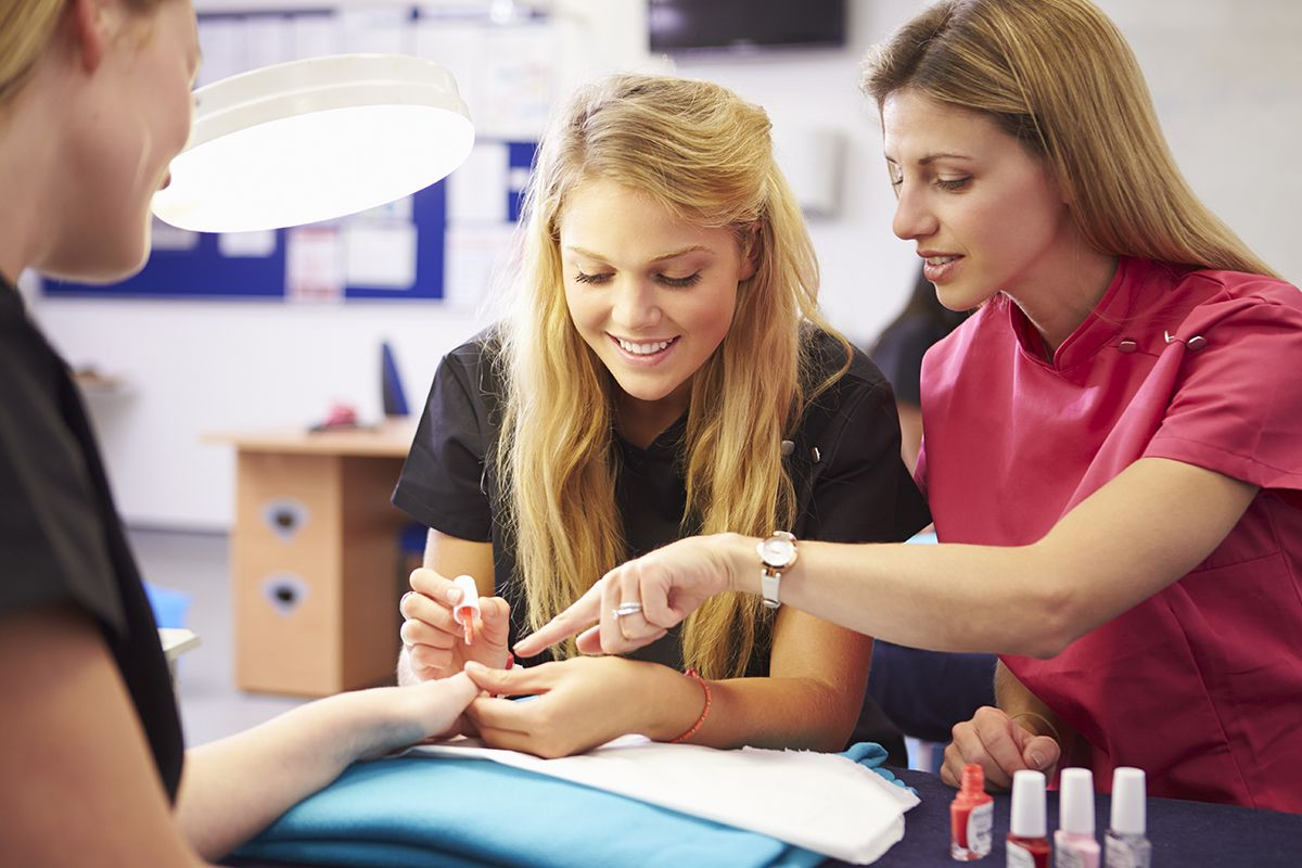 Photo of Best 15 Nail Technician Schools in The USA