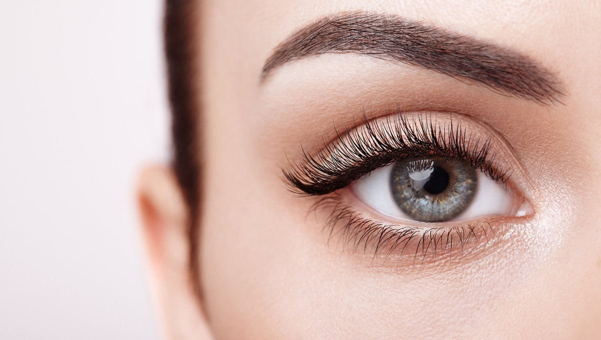Photo of 10 Most Effective Natural Home Remedies For Eyelashes Loss