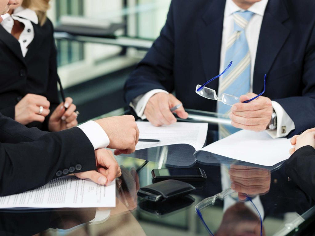 Find the best corporate lawyer for your business problems