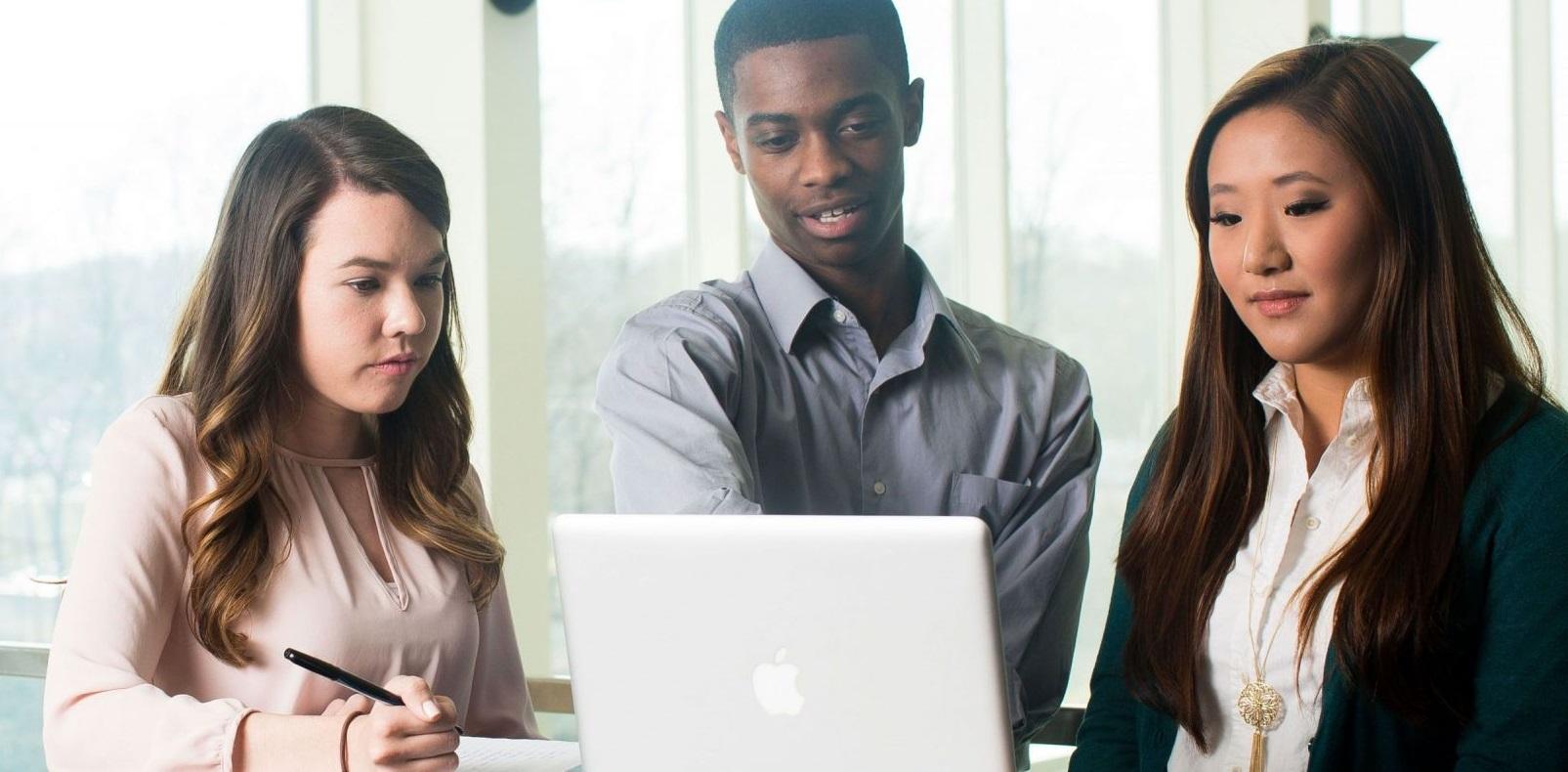 Online Strategic Communication